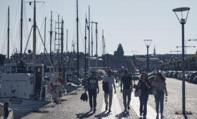Жители Швеции начали терять доверие к власти из-за коронавируса