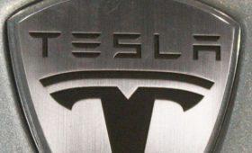 Илон Маск пообещал выпустить бюджетный беспилотный автомобиль Tesla