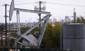 Страны ОПЕК+ решили ослабить сокращение добычи на 25%