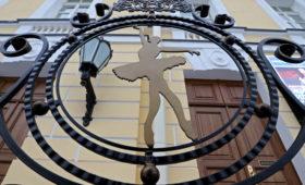 «Золушка»-нарушитель: спектакль в Петербурге вопреки ковидным мерам собрал аншлаг