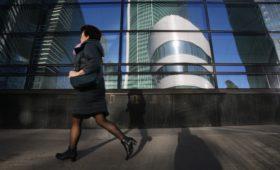 Российский бизнес стал в два раза чаще искать сотрудников по знакомству