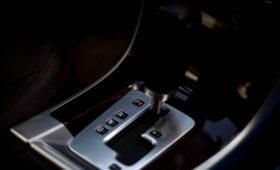 Эксперты назвали ошибки, из-за которых ломаются машины с «автоматом»