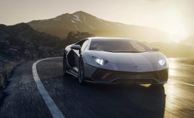 Lamborghini показала самый мощный негибридный суперкар за всю историю