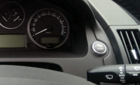 Названы автомобили, которые медленнее теряют в цене