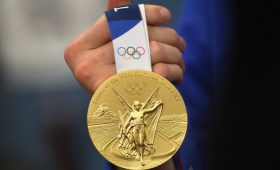 Спортдайджест: атлеткам надоели купальники, японцы хотят на трибуны Игр, Овечкин продлил контракт с «Вашингтон Кэпиталз»