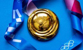 Спортдайджест: покусанная медаль, самый высокий паралимпиец, Кевин Костнер на деревенском матче