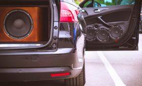 Российские автолюбители могут получить штраф за дополнительные динамики в машине