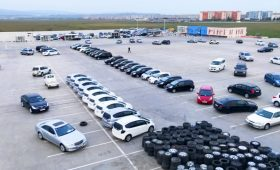 В Израиле создали автомобиль, который может уменьшаться в ширину до одного метра